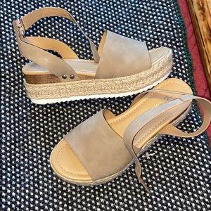 Soda flatform sandals